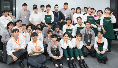 레이먼킴 셰프님과 교육생들의 단체사진