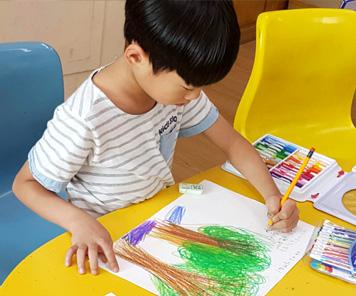 미술치료 아이들의 밝은 미소를 그릴 수 있도록 응원해주세요.