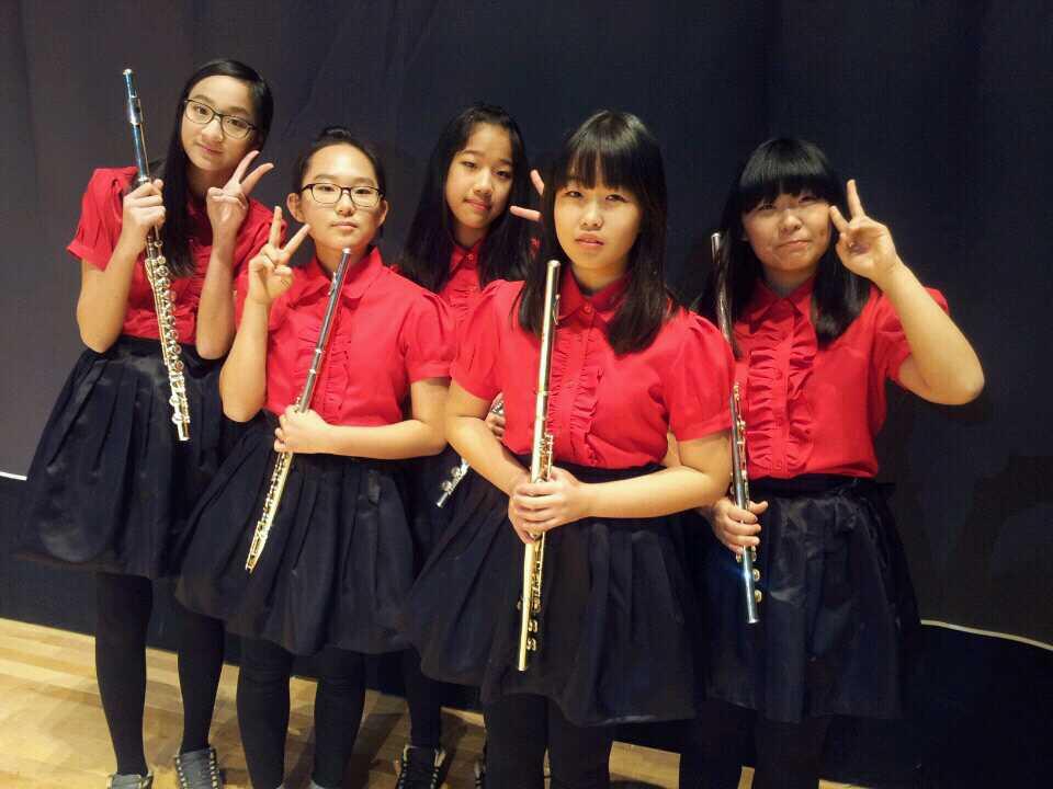 플룻을 배워서 공연장에서의 준비 사진입니다
